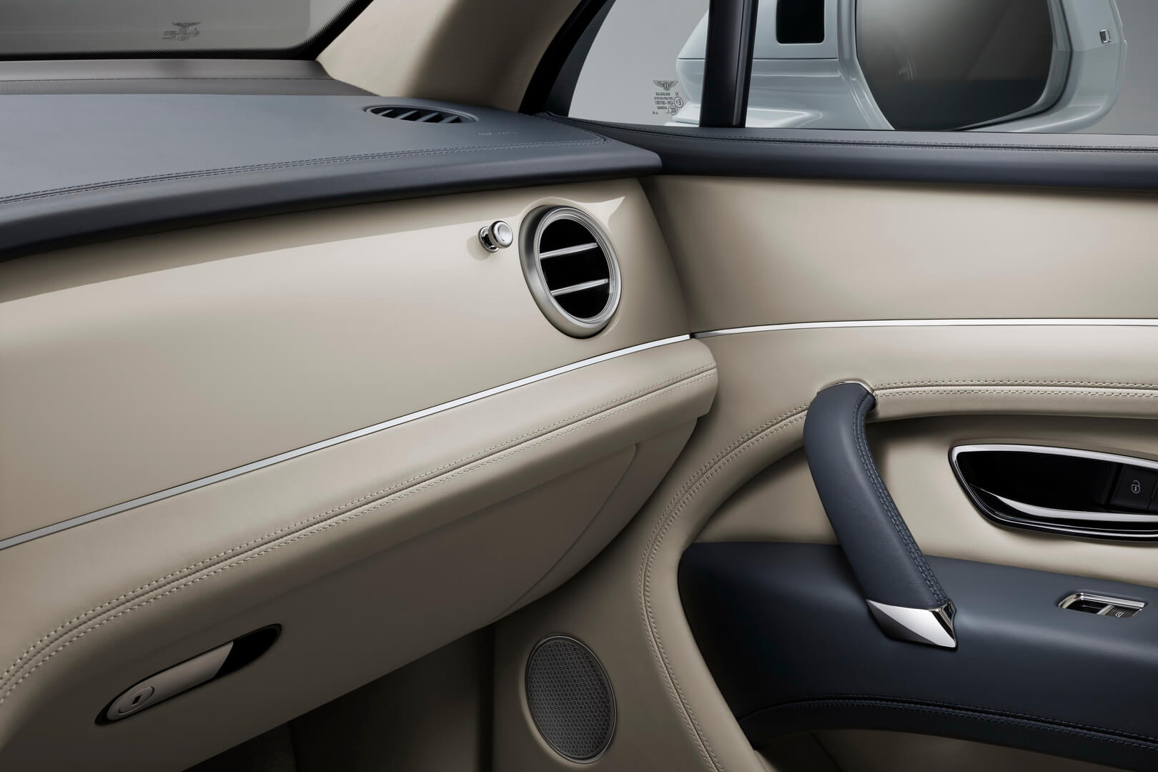 Bentley Bentayga Hybrid-interior-3