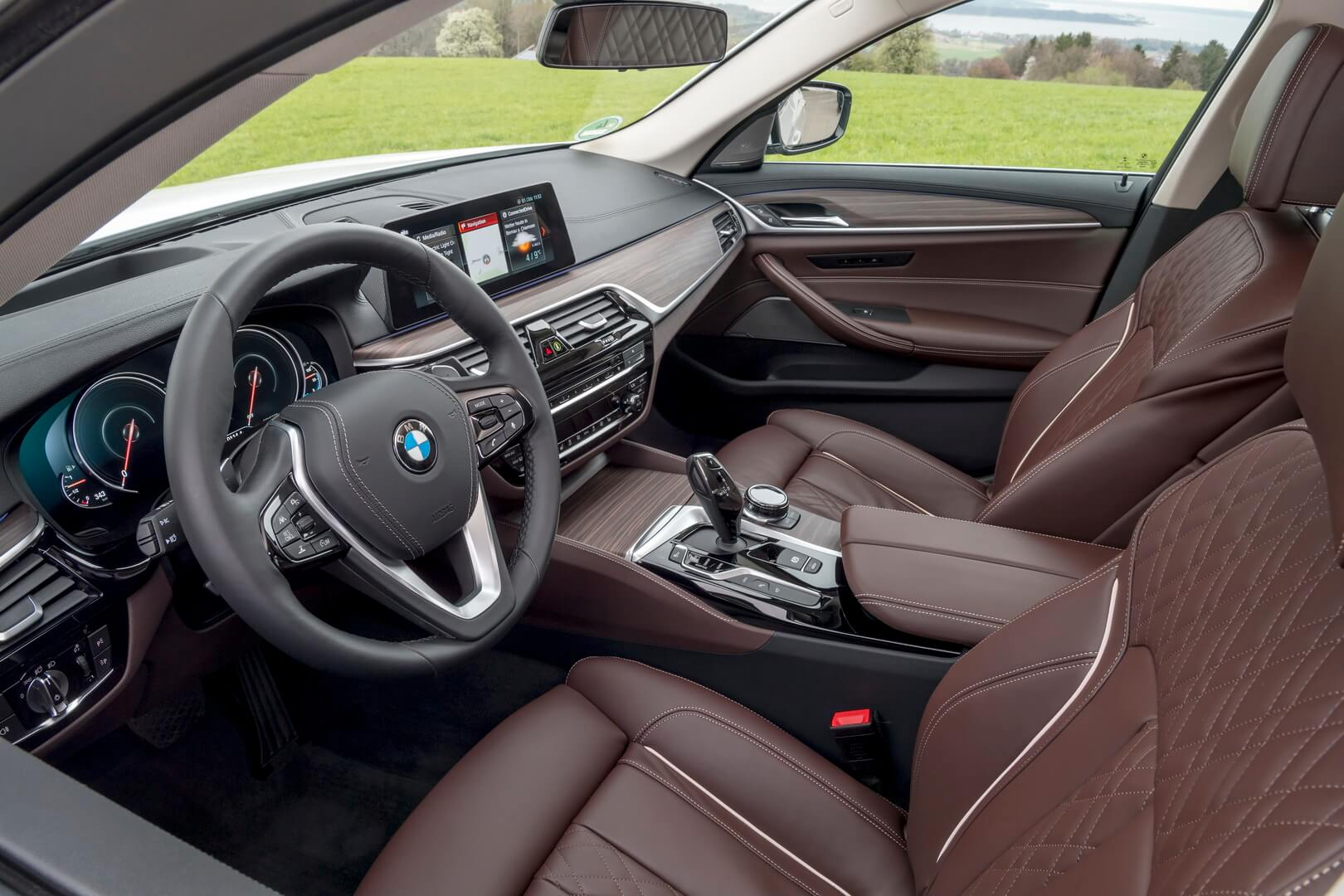 BMW 530e Iperformance-interior-3