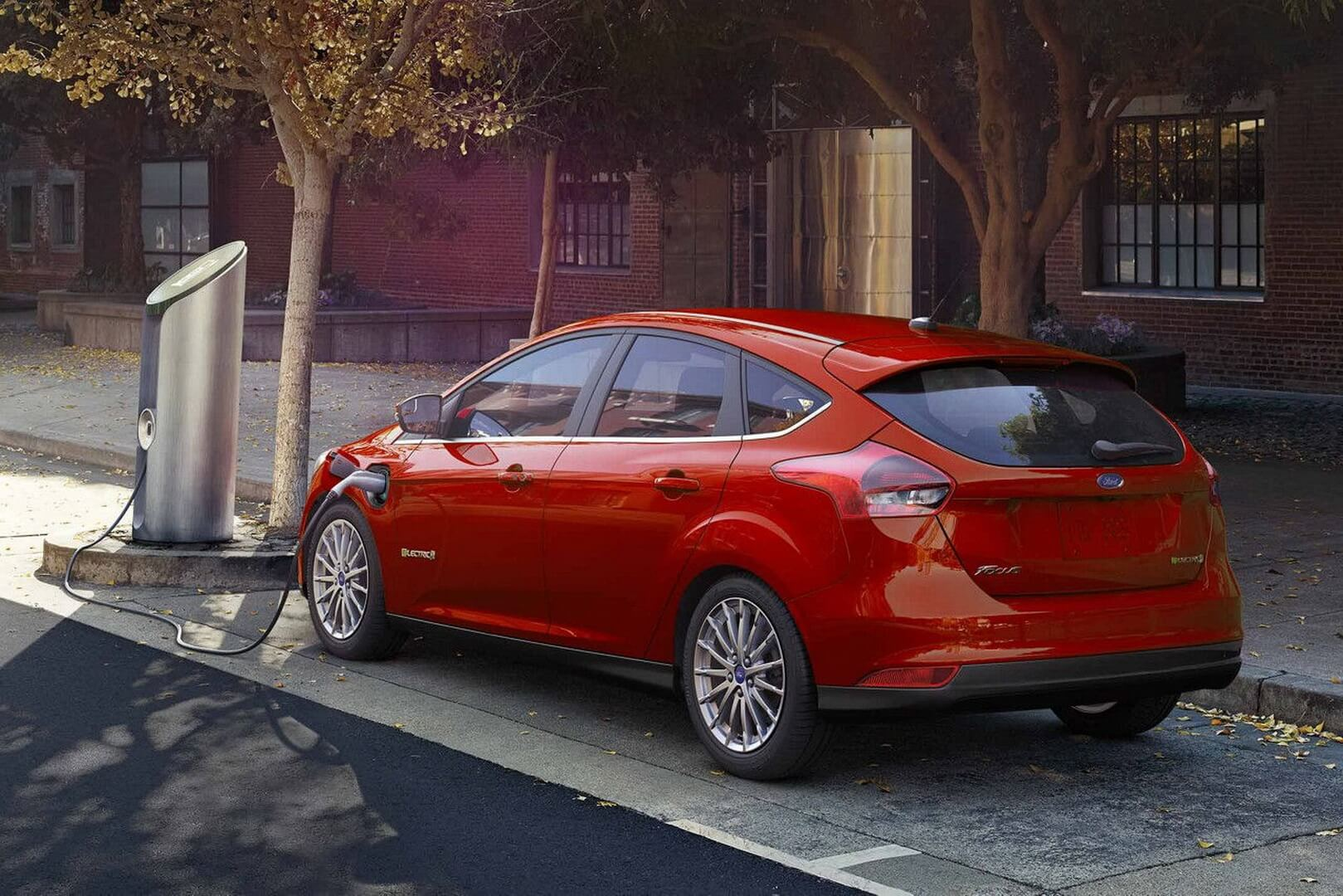 Ford Focus Electric 34kwh-exterior-2
