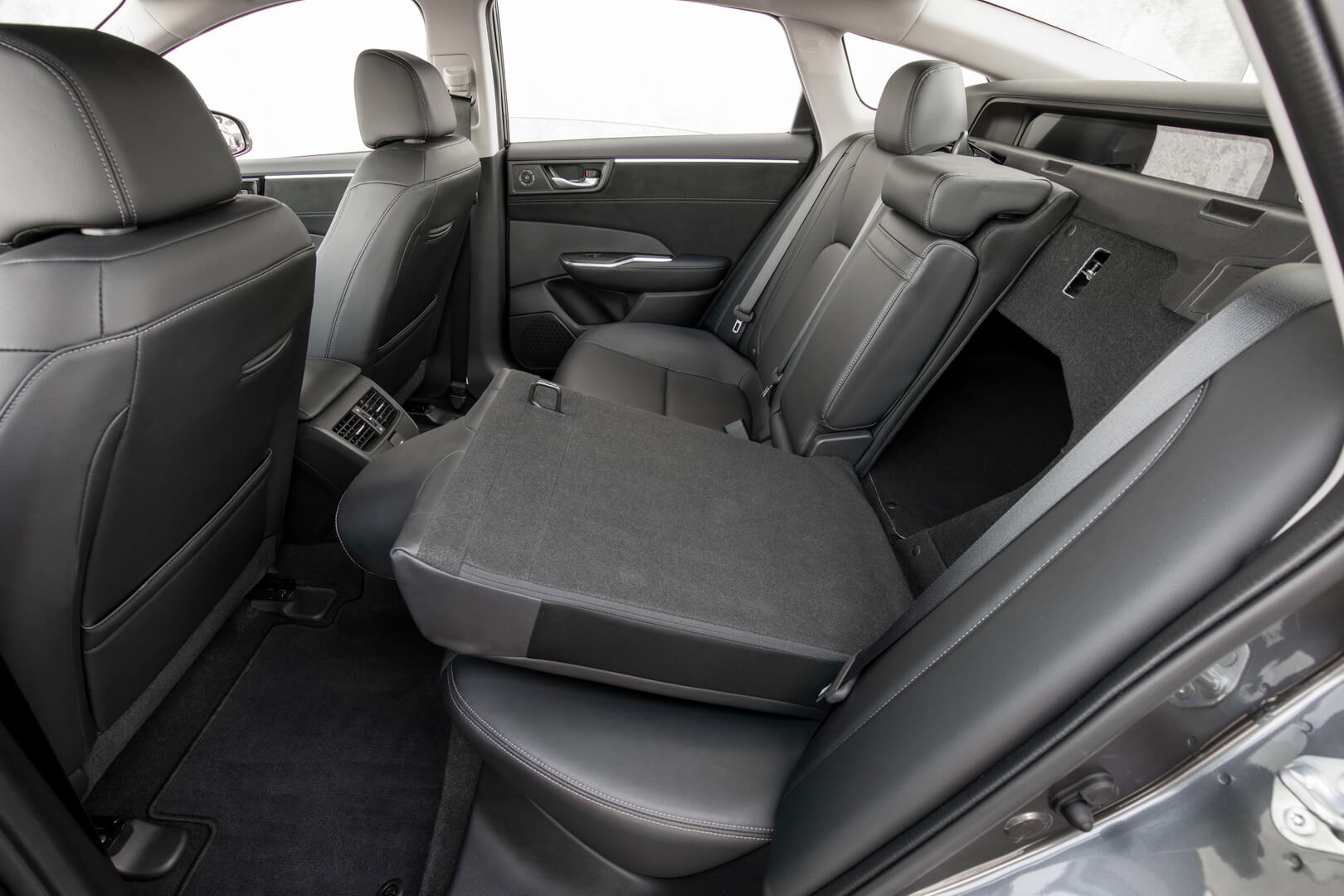 Honda Clarity PHEV-interior-5